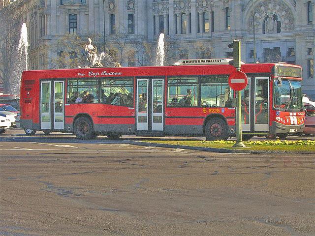 Autob%fas-Cibeles-(Madrid).jpg