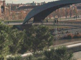 niño atrapado barrotes Madrid Río