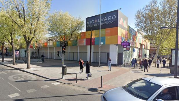 Robo a una joyería en Vicálvaro con clientes dentro sembró el pánico en el centro comercial