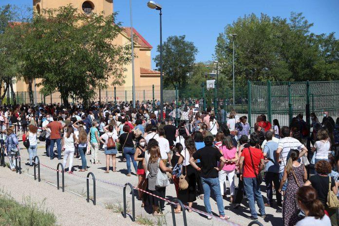 Desconcierto y confusión en la caótica jornada de pruebas a profesores en Madrid