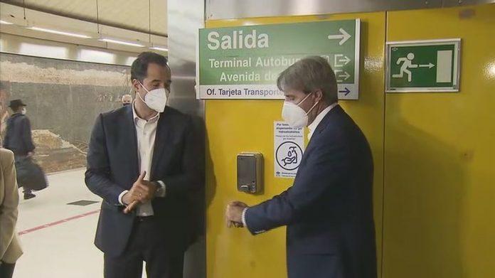 Metro de Madrid instala 200 dispensadores de gel hidroalcohólico en las 50 estaciones de mayor afluencia