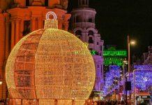 Comienzan a instalar las luces de Navidad en las principales calles de Madrid