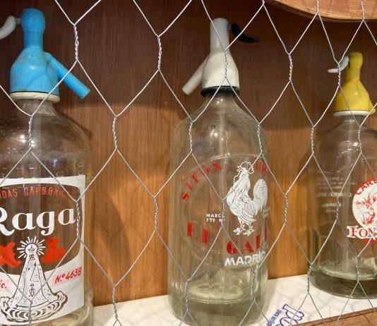 La historia de la gaseosa y el sifón en España, disponible en una exposición en el CC Moda Shopping