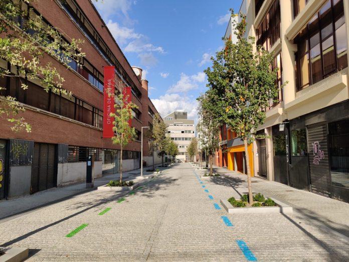 Calle Javier Ferrero de Chamartín estrena pavimento, arbolado y mobiliario urbano
