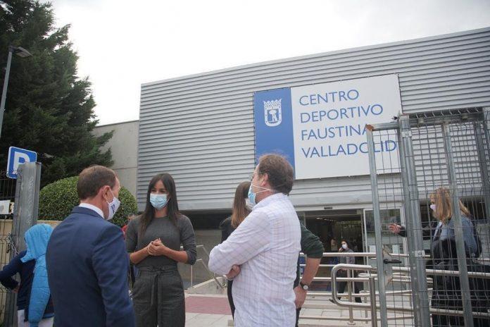 El Centro Deportivo Faustina Valladolid de Vicálvaro ya tiene nuevo césped artificial