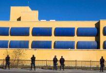Asociaciones vecinales, sociales, partidos y particulares firman un documento por el cierre del CIE de Aluche