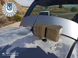 Detienen en Barajas a un hombre que llevaba dos kilos de hachís en su coche