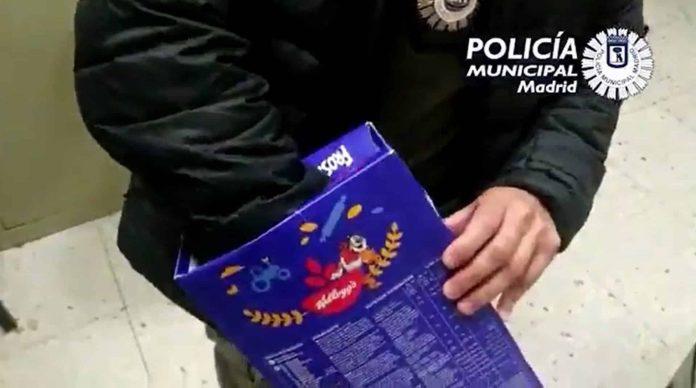 Detenidas dos personas que llevaban diversas drogas en una caja de cereales
