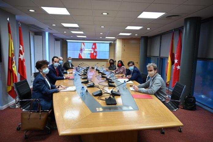 El Gobierno de Sánchez mantiene el estado de alarma en Madrid pese a la mejora de los datos
