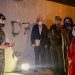 La ministra de Defensa supervisa las labores de desinfección del Ejército en un centro de mayores de Ciudad Lineal