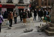 Un músico callejero fue quien rompió el Cruceiro de la plaza Jacinto Benavente