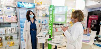 Ayuso pide a la Unión Europea que permita los test de antígenos en las farmacias