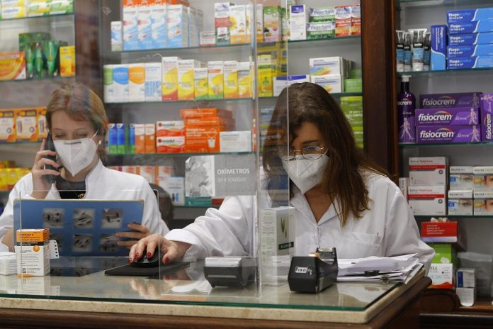 Madrid prepara una estrategia para la venta de test de autodiagnóstico en farmacias