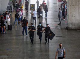 """El Gobierno de Sánchez corrige: España exigirá una PCR negativa a viajeros internacionales procedentes de """"países de riesgo"""""""