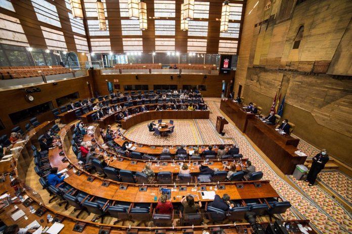 Ayuso comparecerá en el Pleno de la Asamblea para dar cuenta del reparto de los fondos europeos