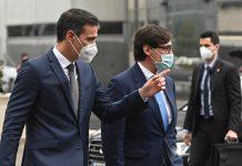 Sánchez e Illa, abucheados e insultados en el Hospital La Paz durante una visita exprés para evitar a Ayuso