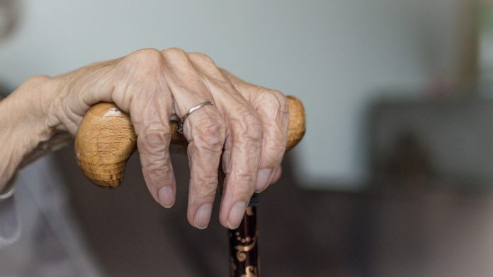 Fiscalía de Madrid denuncia a una doctora y a la gerente de una residencia de ancianos por homicidio imprudente