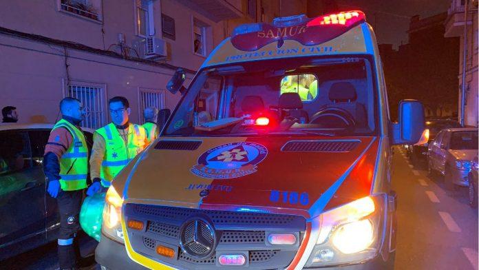 Un indigente de 44 años sufrió quemaduras graves tras incendiarse parte de sus pertenencias en la calle Segovia