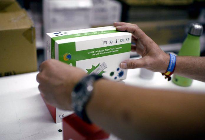 Madrid pide que residentes de zonas de alta incidencia puedan realizarse test de antígenos en farmacias